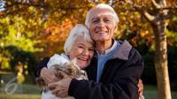 Para manula di Amerika Serikat rajin melakukan jalan kaki dan mengunjungi tempat bersejarah untuk cegah penyakit pikun. (Foto: iStockphoto)