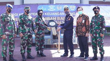 Bea Cukai Hibahkan Satu Unit Ambulan untuk Yayasan Hang Tuah Banjarmasin
