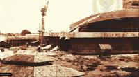 Gedung MPR saat dalam tahap pembangunan. (Buku Gedung MPR/DPR RI: Sejarah dan Perkembangannya)