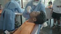 Bek Timnas Indonesia, Rifad Marasabessy, saat dites swab PCR di Dubai, Uni Emirat Arab (UEA). (PSSI).