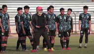 Sesi latihan Persela Lamongan, di Stadion Surajaya, Lamongan. (Bola.com/Aditya Wany)
