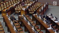 Suasana paripurna ke-11 DPR RI tahun sidang 2019-2020 di Kompleks Parlemen, Jakarta, Kamis (26/9/2019). DPR bersama pemerintah yang diwakili Menhan, Ryamizard Ryacudu mengambil keputusan terkait RUU Pengelolaan Sumber Daya Nasional (PSDN) untuk Pertahanan Negara. (Liputan6.com/Helmi Fithriansyah)