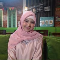 Ramadan tahun ini Ghea Indrawari habiskan sebagian besar waktunya di Jakarta. (Syifa Ismalia/Fimela.com)