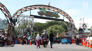 Libur Panjang, Warga Padati Kawasan Kebun Binatang Ragunan