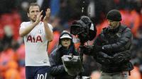 1. Harry Kane (Tottenham Hotspur) - 24 Gol (2 Penalti). (AP/Matt Dunham)