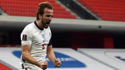 Harry Kane. Striker Inggris yang jadi andalan Tottenham Hotspur ini mampu mencetak 12 gol, 4 gol di antaranya dibuat melalui titik penalti. Dari total 12 gol, dua kali ia cetak lewat hattrick saat Inggris menang 4-0 atas Bulgaria dan 7-0 atas Montenegro. (AFP/Ozan Kose)