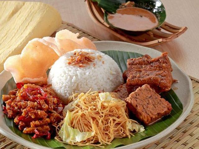 Popularitas Nasi Uduk sudah lewat batas, Membuat makanan khas betawi satu ini sudah menjadi makanan nasional