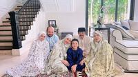 Bunga Citra Lestari tampil mengenakan mukena saat Iduladha (Dok.Instagram/@bclsinclair/https://www.instagram.com/p/CDS0FAmlzXk/Komarudin)