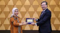 Pemerintah Indonesia mengajak para investor dan perusahaan- perusahaan asal Amerika untuk membantu pengembangan Sumber Daya Manusia (SDM) Indonesia melalui investasi.