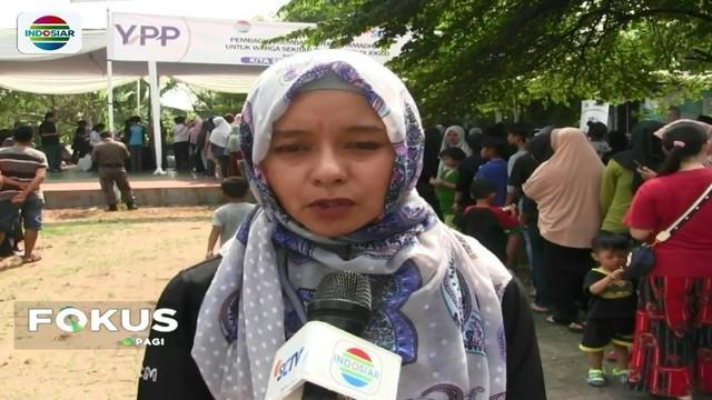 Berkat bantuan pemirsa Indosiar dan SCTV, YPAPK bagikan sembako gratis untuk mereka yang membutuhkan di kawasan Joglo, Jakarta Barat.
