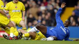 Jimmy Floyd Hasselbaink. Empat musim di Chelsea pada rentang 2000-2004 ia mampu mencetak 69 gol dari 136 laga di Premier League. Prestasi terbaiknya adalah membawa Liverpool menjuarai Community Shield pada tahun 2000. (Foto: AFP/Jim Watson)