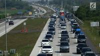 Kendaraan terjebak kemacetan di ruas jalan tol Palimanan, Cirebon, Jawa Barat, Rabu (21/6). Memasuki H-4 lebaran, volume kendaraan pemudik terus mengalami peningkatan. (Liputan6.com/Gempur M Surya)