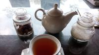 Satu-satunya duta teh Daerah Istimewa Yogyakarta yaitu Teh Menoreh hadir dari kebun teh di dua kecamatan Kulon Progo. Teh Ki Suko dan Teh Sangrai Menoreh menjadi dua jenis teh Menoreh yang terlihat jelas di pasaran nasional hingga dunia.