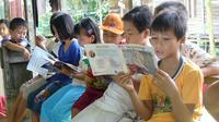 Budaya baca di Indonesia sangat minim (Sumber foto: Imagination-is blogspot.com)
