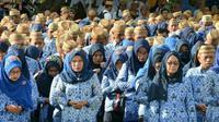 Gubernur Gorontalo Rusli Habibie membatasi pengajuan kredit oleh ASN Pemprov Gorontalo setelah mendengar curhatan para istri. (Liputan6.com/Arfandi Ibrahim)