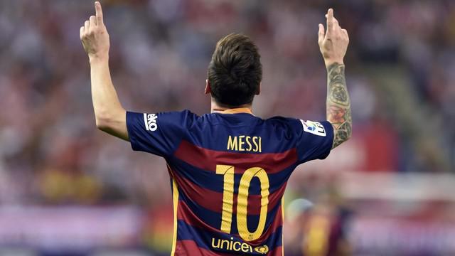 Menurut Daily Star Lionel Messi membuka peluang bermain untuk Arsenal pada bursa transfer Januari. Kasus pajak yang membelitnya di Spanyol membuatnya tidak betah di La Liga. Berikut Video Barcelona kontra Arsenal 8 Maret 2011 dimana Messi mencetak 2 ...