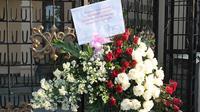 Rangkaian bunga untuk Jokowi dari Fadjar Panjaitan merupakan mantan Sekda DKI. (Liputan6.com/Reza Kuncoro)