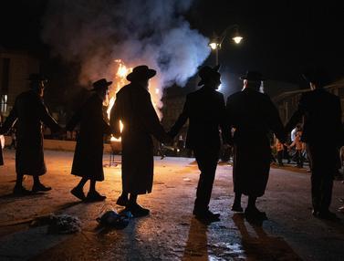 Yahudi Ultra-Ortodks Rayakan Berakhirnya Wabah