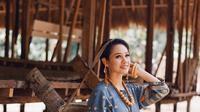 Andien jatuh hati dengan keindahan tenun Maumere (Dok. Instagram/@andienaisyah/https://www.instagram.com/p/BpmBv4pne7b/?hl=en&taken-by=andienaisyah/Komarudin)