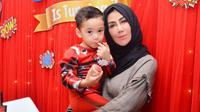 Mama Amy dengan Rafathar (Sumber: Instagram/amy_r_qanita)