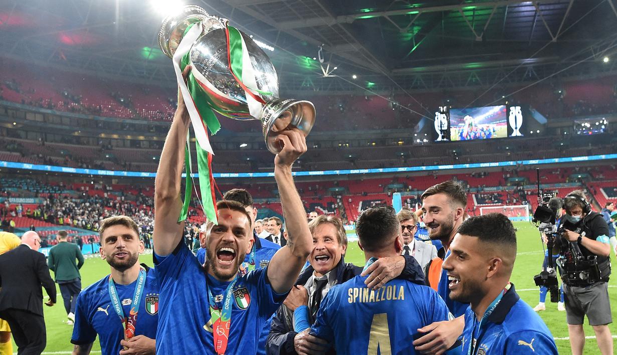 Brasil dikenal sebagai gudangnya pesepak bola berbakat. Melimpahnya stok pemain membuat mereka kesulitan untuk membela negaranya dalam Timnas Brasil. 5 pemain berikut memilih pindah kewarganegaraan ke Eropa dan sukses meraih trofi bergengsi Piala Eropa. (Foto: AFP/Pool/Paul Ellis)