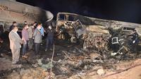 Kecelakaan bus dekat kota Assiut, Mesir. 21 orang tewas. Dok: Assiut Governorate media office via AP