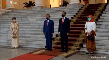 Anggunnya Iriana Pakai Hijab Merah Saat Dampingi Jokowi Bertemu PM Jepang