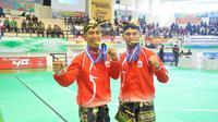 Pasangan DKI Jakarta Hendy dan  Yolla Primadona Jampil meraih medali emas cabang olahraga pencak silat ganda putra PON Jabar 2016 di GOR Lara Satria ITB, Jatinangor, Sumedang, Sabtu (24/9/2016). (istimewa)