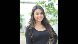 Aurel Hermansyah tampil dengan rambut panjang dan senyum manisnya saat ditemui di Studio Palem, Kemang, Jakarta Selatan. Foto diambil pada Senin (5/1/2015). (Liputan6.com/Panji Diksana)