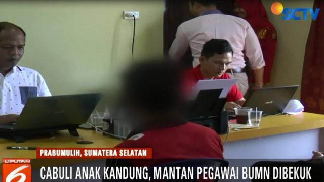 Pelaku ditangkap polisi setelah korban bersama ibunya melaporkan kasus pemerkosaan ini. Korban mengaku sudah tiga kali dicabuli oleh ayahnya sendiri.