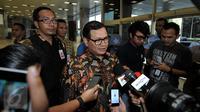 Sekretaris Kabinet Pramono Anung usai melakukan pertemuan tertutup dengan Ketua DPR Setya Novanto di Gedung DPR, Komplek Parlemen, Senayan, Jakarta, Kamis (1/10/2015).(Liputann6.com/Johan Tallo)