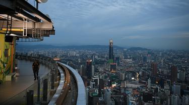 Pemandangan Malam Kuala Lumpur di Tengah Pembatasan Baru COVID-19