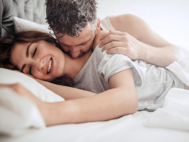 Makna Ciuman Di Leher Apa Yang Sebenarnya Diinginkan Suami Lifestyle Fimela Com