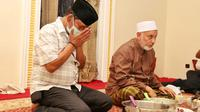 Calon Gubernur Sulawesi Tengah (Sulteng) Rusdy Mastura (kiri) saat bertemu Ketua Umum Pengurus Besar (PB) Al Khairaat Sulteng Habib Ali Muhammad Al Jufrie (kanan). (Ist)