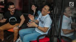 Pemain 'A Man Called Ahok', Denny Sumargo, Jill Gladys, Daniel Mananta saat promo film terbarunya di Gedung KLY Gondangdia, Jakarta, Selasa (30/10). Film ini mengisahkan kehidupan Basuki T Purnama atau Ahok di Belitung Timur. (Liputan6.com/Faizal Fanani)