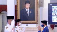 Paskibraka 2020 wakil Bali, I Gusti Agung Bagus Kade Sanggra Wira Adhinata, saat dikukuhkan sebagai Pasukan Pengibar Bendera Pusaka tahun 2020 oleh Presiden Joko Widodo (Jokowi) di Istana Negara pada Kamis, 13 Agustus 2020. (Foto: Dokumen Istana)