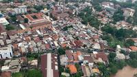 Pada Rabu (1/1/2020), Kepala BNPB Doni Monardo memantau banjir Jakarta dari atas helikopter, salah satunya banjir di Kampung Melayu, Jakarta Timur. (Dok Badan Nasional Penanggulangan Bencana/BNPB)