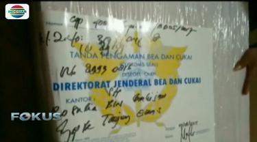 Abdul Aziz merupakan seorang tenaga kerja Indonesia (TKI) yang bekerja di Malaysia sebagai buruh proyek.