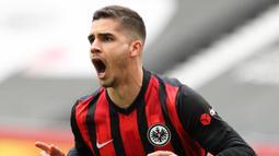 Andre Silva. Striker asal Portugal berusia 25 tahun yang memperkuat Eintracht Frankfurt ini telah mencetak 27 gol dari 31 pertandingan di Bundesliga. Awalnya hanya dipinjamkan oleh AC Milan, namun akhirnya dipermanenkan dengan transfer senilai 3 juta euro. (AFP/Daniel Roland/Pool)