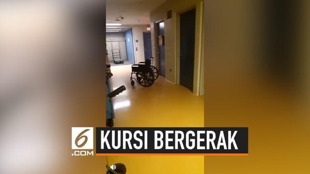 Ketika berpatroli di malam hari, petugas keamanan di sebuah rumah sakit melihat kejadian yang membuat bulu kuduk berdiri. Bagaimana tidak, pria yang tak diketahui identitasnya ini melihat sebuah kursi roda berjalan sendiri.