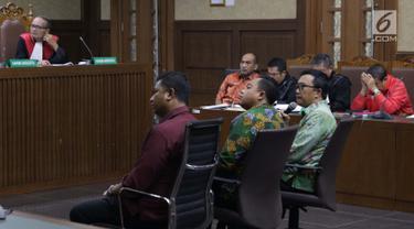 Menpora Imam Nahrawi (kedua kanan) menjadi saksi pada sidang lanjutan suap dana hibah Kemenpora untuk KONI dengan terdakwa Deputi IV Bidang Peningkatan Prestasi Kemenpora, Mulyana serta Adhi Purnomo dan Eko Triyanta di Pengadilan Tipikor, Jakarta, Kamis (4/7/2019). (Liputan6.com/Helmi Fithriansyah)