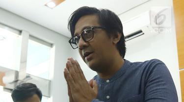 Andre Taulany memberikan keterangan pers terkait  ucapannya di sebuah stasiun televisi yang dinilai menghina Nabi Muhammad SAW di kantor MUI, Jakarta, Sabtu (4/5/2019). Andre meminta masyarakat untuk membuka pintu maaf atas kesalahan-kesalahan yang diperbuatnya. (merdeka.com/Imam Buhori)