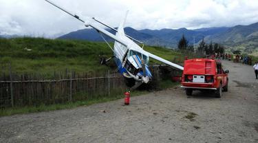 Pesawat Pembawa Bensin Terjang Pagar Bandara Ilaga Papua