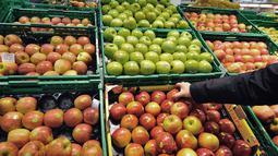 Buah-buahan seperti anggur, jeruk, dan nanas baiknya dimakan di siang hari karena kandungan asamnya bisa menyebabkan masalah lambung. Akibatnya Anda akan mengalami maag atau kembung yang membua tidak nyaman saat tidur. (PHILIPPE HUGUEN/AFP/GettyImages)