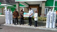 PT Kaltim Methanol Industri (KMI) Bontang memberikan bantuan 25 Ton oksigen berbentuk oksigen cair dan oksigen medis gas kepada pemerintah Kota Bontang. (foto: istimewa)