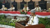 Wagub Jabar Uu Ruzhanul Ulum saat memberikan sambutan pada sidang paripurna HUT ke 650 Cirebon. Foto (Liputan6.com / Panji Prayitno)