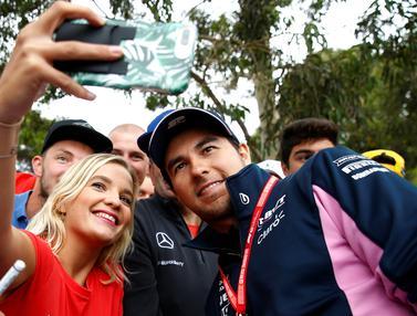 Berburu Selfie Bareng Pembalap F1 di Melbourne