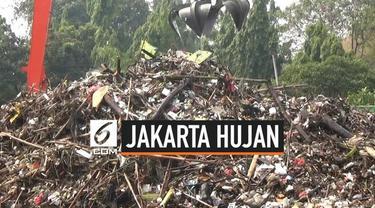 Sampah kembali memenuhi pintu air Manggarai, padahal wilayah Jabodetabek baru semalam diguyur hujan. Dari manakah asal sampah ini?