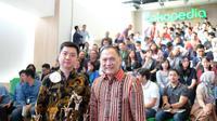 Ki-ka: CEO Tokopedia William Tanuwijaya dan Agus Martowardojo. (Foto: Tokopedia)