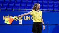 Iragartze Fernandez, wasit wanita di La Liga yang juga berprofesi sebagai perawat. (Bola.com/Dok. FIFA)